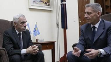 El gobernador Arcioni recibió en Casa de Gobierno al presidente del Superior y al procurador general.