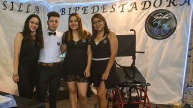 Estudiantes de la orientación Electromecánica: la silla bipedestadora.