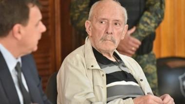 Expectante. Tito Nichols junto con su defensor Oribones durante una pausa del juicio oral en su contra.