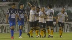 La escuadra de Jorge Izquierdo defendió bien y en el segundo período marcó la diferencia con un volante interno como Marcos Pérez. (Foto: La Nueva).