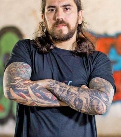 El tatuador Patricio Pioli.