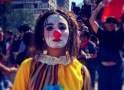 Daniela Carrasco, de 36 años a quien conocían como 'La Mimo', fue vista por última vez mientras un grupo de carabineros la detenía.