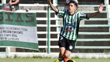 """Kevin Rosas celebra el gol de la clasificación de Germinal. El artillero del """"Verde"""" concretó el tanto a los 43 minutos del segundo tiempo."""