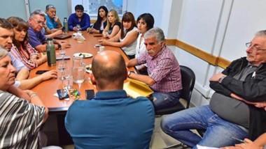 El actual intendente de Madryn junto a los diputados electos y Jerónimo García dialogaron sobre la próxima agenda legislativa.