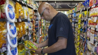 En la góndola. Para los próximos días podría llegar la canasta navideña a los supermercados de toda la provincia con descuentos que podrían ser del orden del 25%.