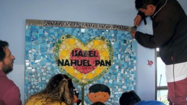 Ya está emplazado en la escuela de  la comunidad Nahuelpan el fabuloso mural de mosaico donado.