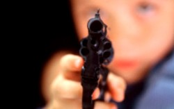 Revolver calibre 32 hallado en la mochila de un alumno de ocho años.