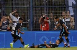 Los de Sarandí suben escalones en la tabla de posiciones. Décima derrota para los de Maradona en el torneo.