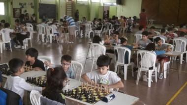 La Escuela N° 138 recibió a más de 60 niños en el encuentro de ajedrez.