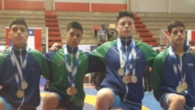 Los cuatro chubutenses con sus medallas. Todos se destacaron e hicieron podios en el Sudamericano.