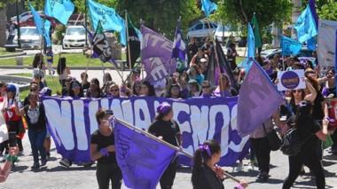 Con banderas, pancartas y altavoces marcharon por diferentes calles céntricas.