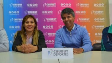 """Claudia """"La Chica 10"""" López volverá a pelear en Trelew el próximo domingo en el Gimnasio Municipal N° 1, contra  Gloria """"La India"""" Yancacheo."""