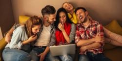 Los usuarios de las redes sociales se hicieron eco de la particular forma del espacio público tras su renovación.