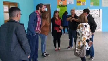 La recorrida por algunas de las escuelas de Comodoro Rivadavia donde efectuaron reparaciones.