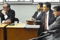 Los imputados de estafa por captación de incapaz junto a sus abogados defensores. La mayoría, a probation.