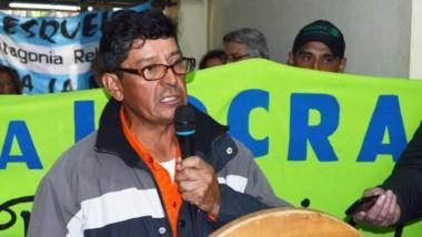 Los trabajadores de la UOCRA se manifestaron ayer en el edificio del Concejo Deliberante de Esquel.