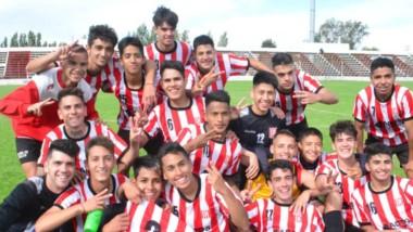 Los jóvenes de Racing Club lograron el bicampeonato en Reserva, tras su corona  de ayer en el Cayetano Castro.  En julio, habían ganado el Apertura.