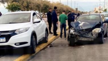 Una camioneta Honda y un VW Gol protagonizaron una colisión en la Avenida Rawson de Playa Unión.