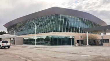 En abrirl se inauguró la nueva terminal del Aeropuerto, siendo el primer edificio sustentable del país.