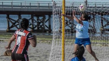 Ayer se jugaron dos partidos en la rama femenina. Arena Madryn goleó a Las Guerreras y Alumni a Alianza.