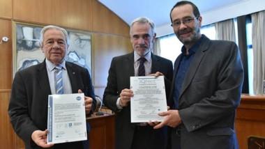 Trío. Desde la izquierda, Miguel Donnet, Mario Vivas y Alejandro Panizzi, en un acto ayer en la sede del STJ.