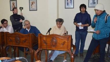Jóvenes. Los estudiantes fueron al Concejo para pedir que se les garantice el transporte gratis en Esquel.