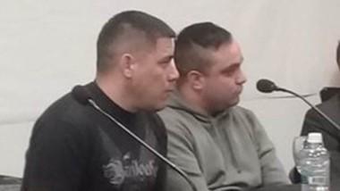 Los cabos primeros Hugo Álvarez y Carlos Morales en la audiencia.