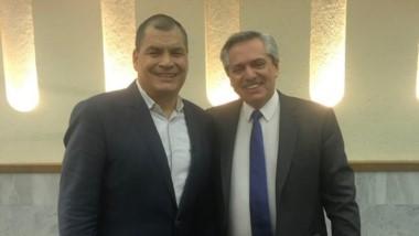 Alberto Fernández se reunió con Rafael Correa en su viaje por México.