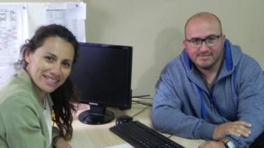 Silvana Villordo y Marcos Escobar dialogaron en la mañana de ayer con Jornada en el gimnasio de Gaiman.