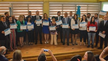 El reelecto intendente Adrián Maderna junto a los concejales que fueron proclamados en el día de ayer.