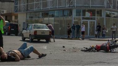 La colisión sucedió en la tarde de ayer en la intersección de Centenario e Yrigoyen. Hubo un fracturado.