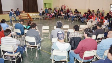 Debate. Los docentes discutieron en la cordillera qué postura tomar ante un conflicto agravado.