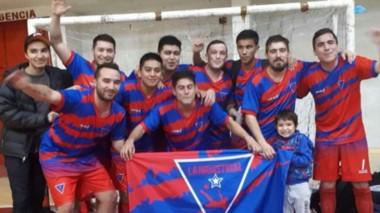 En el Gimnasio de la Escuela 747, se juegan cruces de Patagonia Futsal.