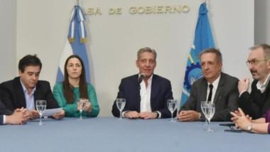 El gobernador ratificó en conferencia a la cúpula policial tras los incidentes con los docentes.
