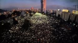 Van tres semanas de protestas. La gente se vuelve a concentrar para denunciar la gestión de Piñera.
