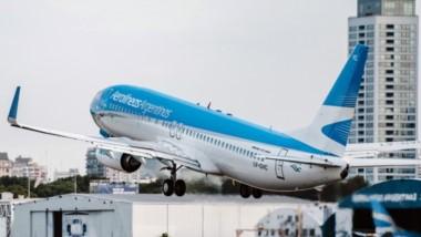 Según el títular de Aerolíneas Argentinas, la compañía disminuyó los subsidios de 130 dólares por pasajero a 20 dólares.
