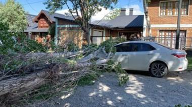 Tremendo. La tormenta de viento se instaló por varios días en el Valle 16 de Octubre y generó problemas.