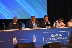 En asamblea se votó el cambio en el estatuto que permitirá a Chiqui ir por otro mandato.