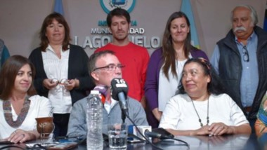 Augusto Sánchez y su gabinete. No ahorró críticas a la urbanización en Las Golondrinas y Cerro Radal.