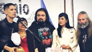 """En la localidad bonaerense de Ensenada, Sergio Llancamán recibió el premio """"Hugo Giménez Agüero""""."""