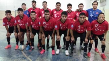 La liga Kiñewen de futsal, disputó varios partidos el pasado jueves. Anoche continuaban los cotejos y hoy también habrá acción. Mañana, los 4tos.