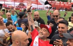 Maradona volvió al estadio de Argentinos para un partido a beneficio en homenaje a Sergio Gendler.
