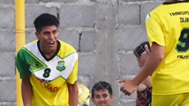 Bruno Ramos  vivió una tarde soñada. Convirtió dos goles para su equipo y  le brindó el pase gol a su compañero Morán para que marque el 3 a 0.