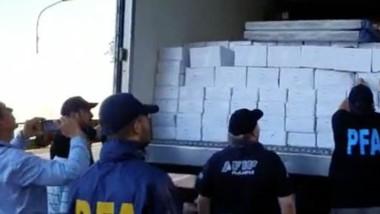 Los efectivos policiales secuestraron 12 toneladas de langostinos por un valor de 5 millones de pesos.