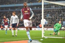 El Baby Liverpool no pudo contra el Aston Villa. Perdió 5 a 0 y quedó eliminado de la EFL Cup.
