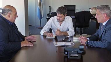 García y Arcioni con el ministro de Turismo y Deporte de la Nación.
