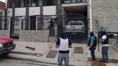 El procedimiento se realizó en la mañana de ayer y se allanaron tres viviendas. Secuestraron droga y armas.