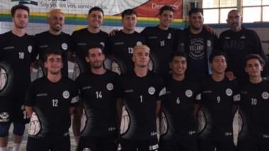 Formación de la Escuela Madrynense de Vóley, junto al entrenador Walter Lamas. Se consagraron bicampeones en la Liga Municipal de Viedma. Está la chance de jugar en la Liga A2.