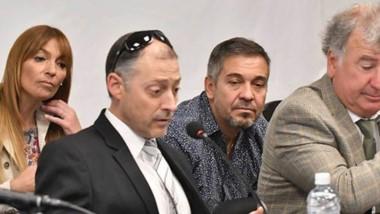 Acusados y defensores. Detrás, Perrone y Barbato; delante, los defensores Omar López y Fabián Gabalachis. La otra semana se sabrá la decisión.