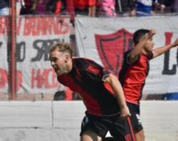 Mariano Fernández marcó por duplicado en el triunfo